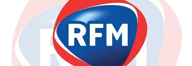 Louane invitée de Karine Ferri sur RFM pour une émision en public