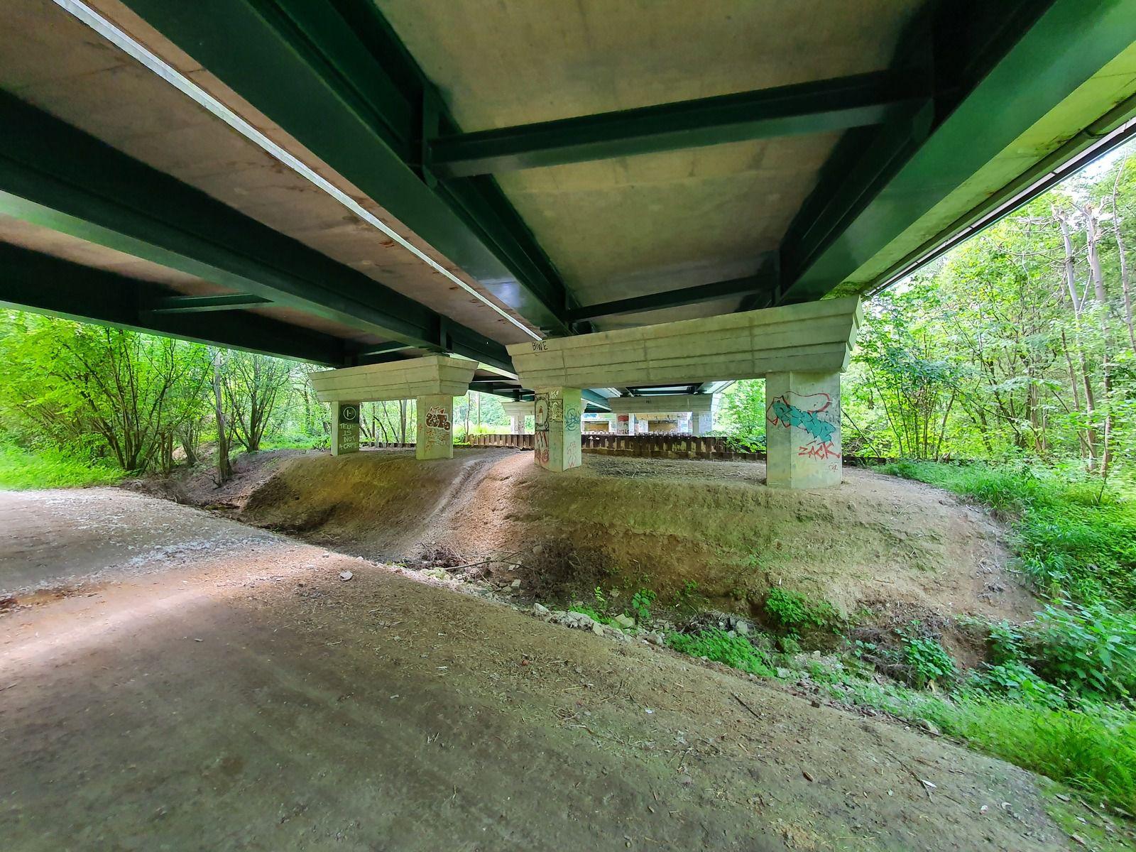 Pont de l'autoroute A 26 à Recy