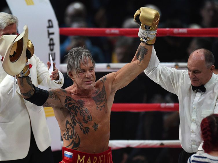 Mickey Rourke éclate un boxeur pro ! video
