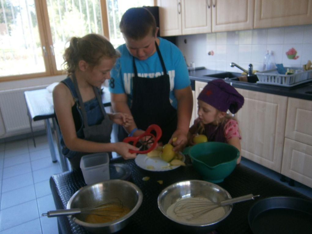 Les enfants ont préparé eux même leur goûter qu'ils ont ensuite dégusté.