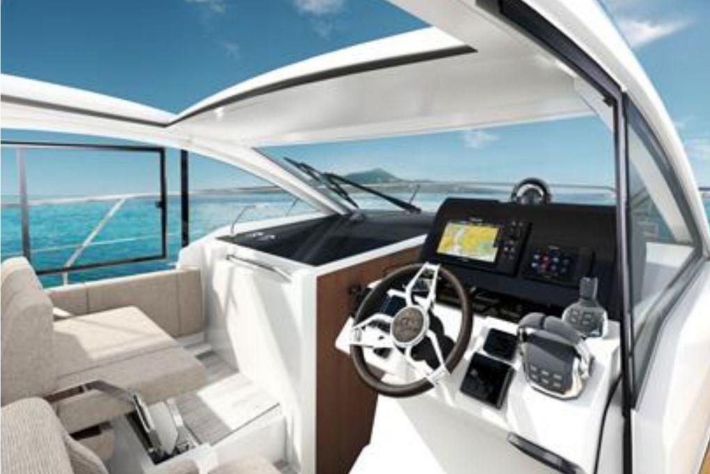 L'Allemand Sealine lance deux nouveaux modèles, les Sealine C335 et C335V