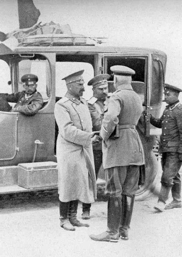 General von François (with his back to the camera) greets General Nikolai Klujev, commander of the Russian XIII Corps, who has been taken prisoner by von Francois' troops, following the Battle of Tannenberg
