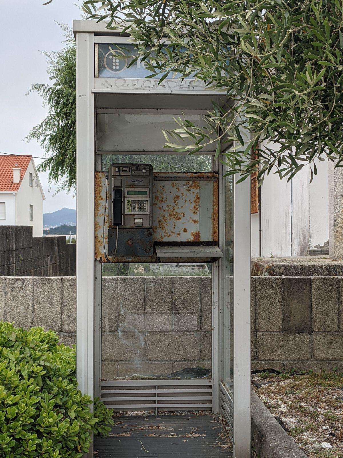 Hace muchos años que no me encontraba una cabina telefónica