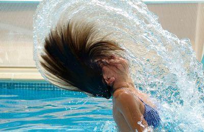 Cómo cuidar el cabello del cloro en la piscina
