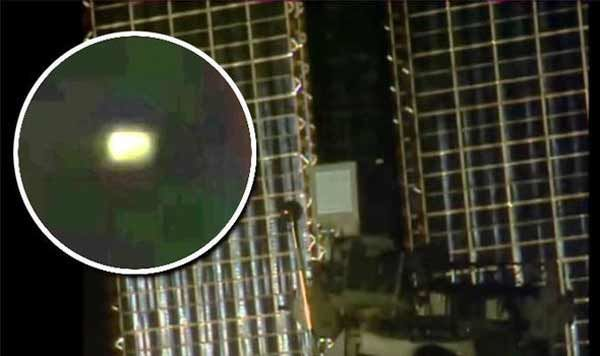 OVNI lumineux sur ISS