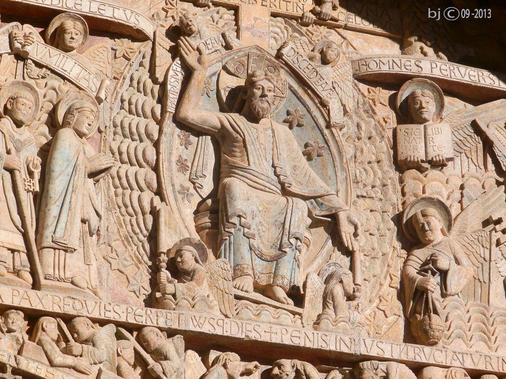 Abbatiale de CONQUES, détails de l'architecture, des voutes, sculptures et tableaux ...