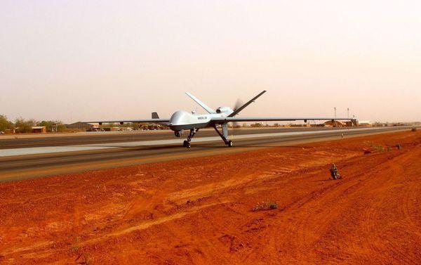 Photo : (c) EMA - Un drone MQ-9 Reaper de l'Armée de l'Air au roulage.