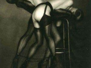 PIERRE MOLINIER Collage original définitif, sans titre. Collage - photographie noir & blanc   18.5 x 11.5 cm © ADAGP / Pierre Molinier Courtesy kamel mennour, Paris// epeton d'amouPierre Molinier, Poupée violée (Raped Doll), 1967r Pierre Molinier, Emmanuelle Arsan, 1967