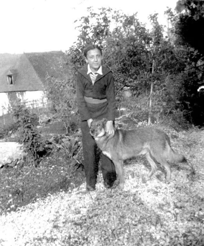 Daniel Cordier à Bescat en 1932. Daniel Cordier / Ordre de la Libération