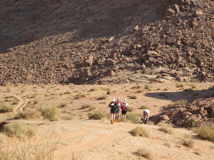 Una corsa a piedi di 80 o 190 km che si svolge in Giordania a Novembre (nel 2012 tra il 6 e il 12 novembre) dale rovine di Petra attraverso ildeserto di Wadi Rum