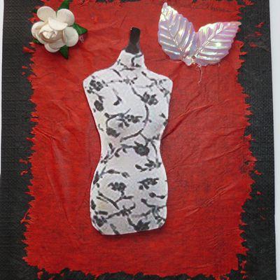 carte 3D,mannequin de couture sur fond de papier de soie avec une jolie rose blanche
