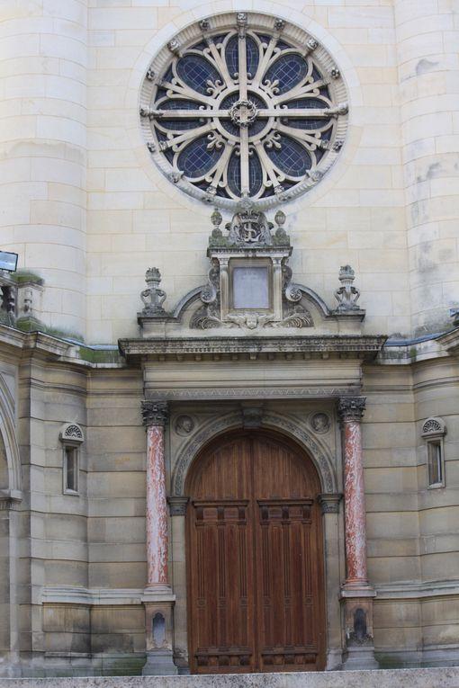 Le château de Chantilly, château d'Henri-Eugène-Philippe-Louis d'Orléans, duc d'Aumale, se dresse au cœur d'un vaste domaine de 7.800 hectares situées au sein de l'une des plus grandes forêts des environs de Paris, le massif des Trois Forêt