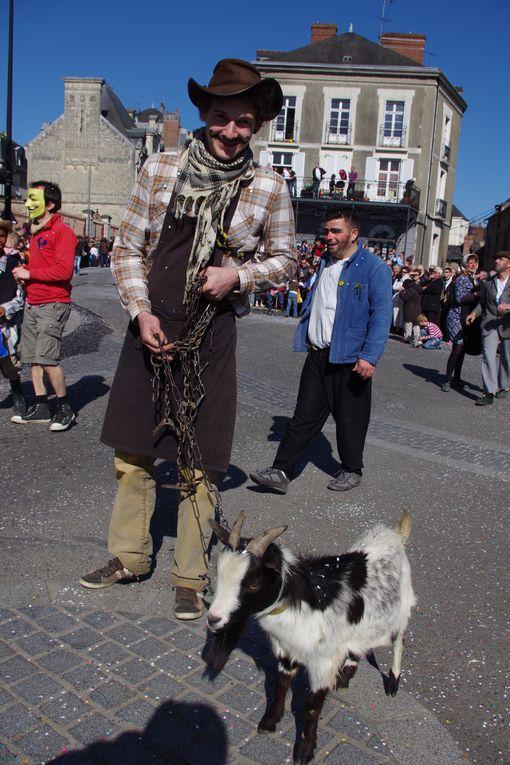 Ce dimanche 1er avril 2012, le Carnaval des Gais Lurons, se déroulait dans les rues du centre ville. Le public s'est déplacé nombreux afin d'admirer les chars et  fanfares.