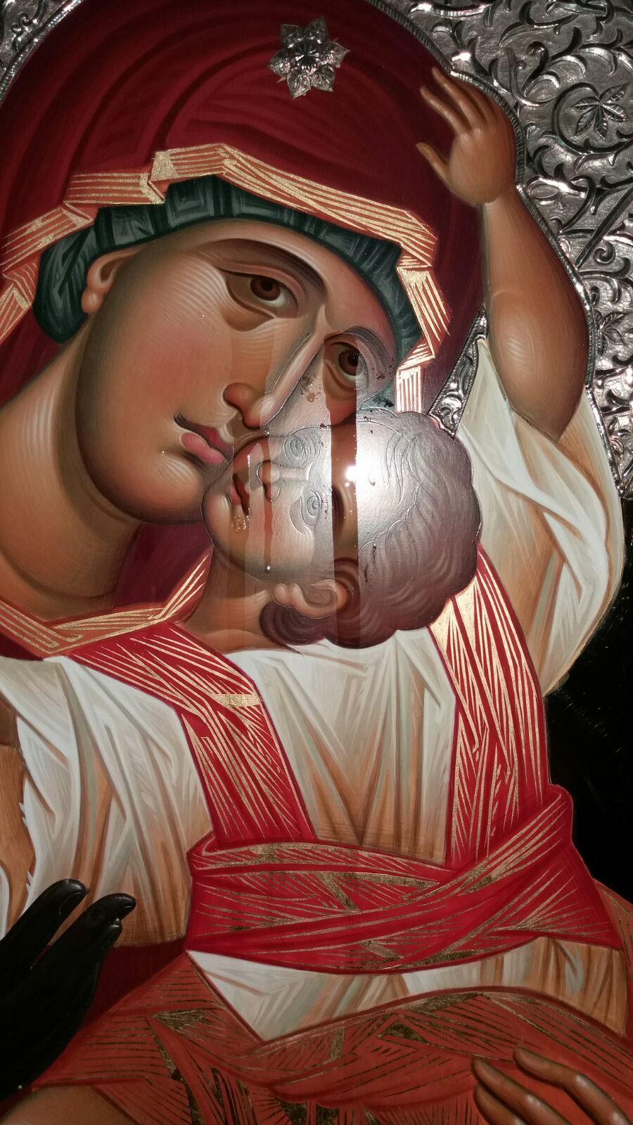 Une icône de la vierge a pleuré en Grêce