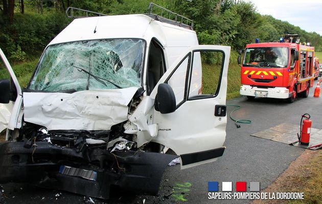 Douville (24) - Violent accident sur la départementale 32