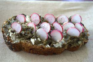 Tartine au tartare d'algues