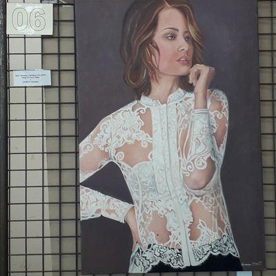 Femme au chemisier blanc