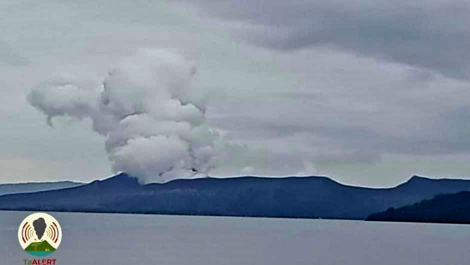 Taal - gas and steam plume at 08.26.2021 / 2:08 p.m. loc. - photo TaALERT
