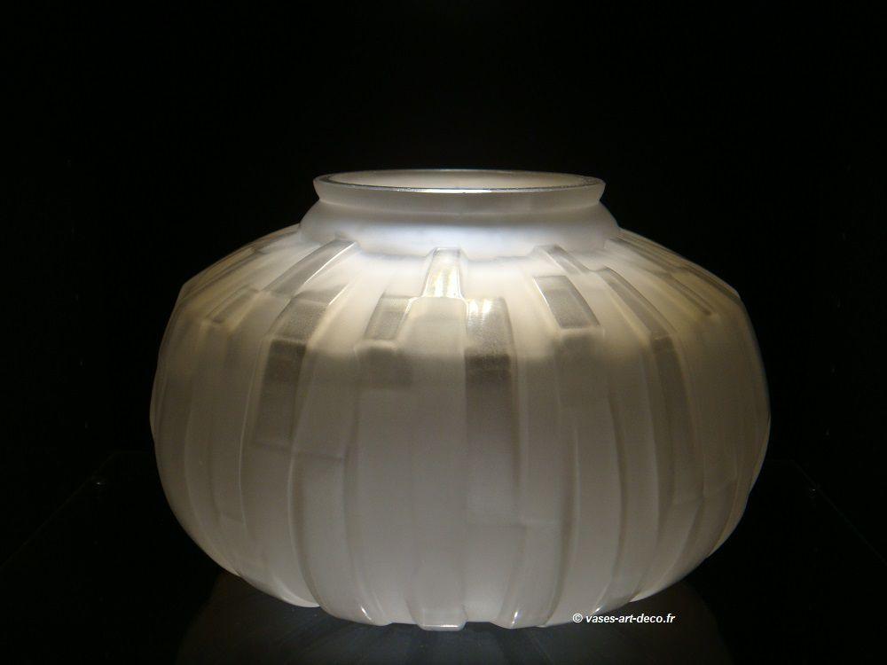 Vase André Hunebelle Modèle Côtelé