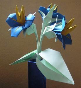 un petit bouquet de fleurs de papier