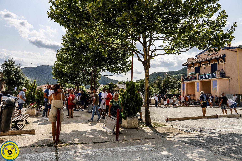 St André  les Alpes , les photos et quelques bulles du concours de  triplette de dimanche