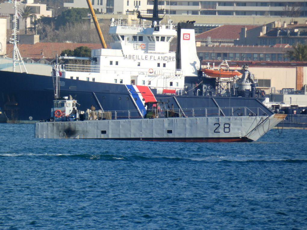 TONKIN  , CTM 28 , chaland de débarquement de chars  , en petite rade de Toulon le 25 février 2020