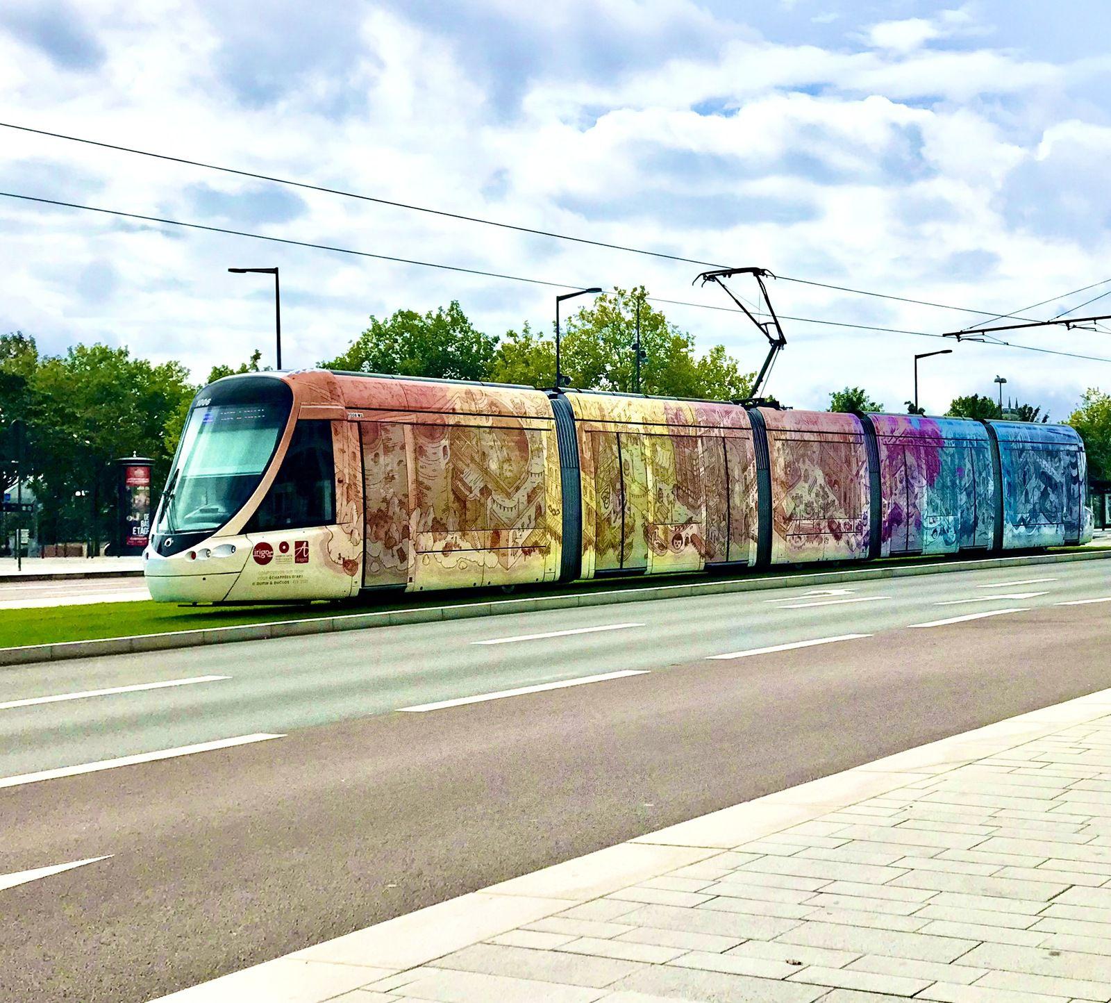 Le tramway d'Angers en version échappée d'art