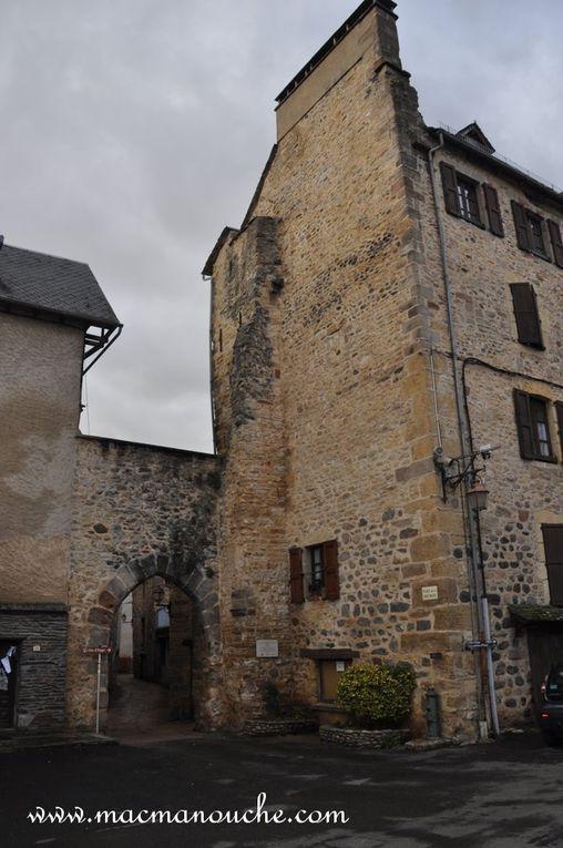 Toujours la Porte Neuve: vue de l'intérieur et de l'extérieur . (2 photos)
