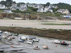 Le Loc'h à la basse-mer, l'été il abrite de nombreux bateaux de pêche-plaisance...