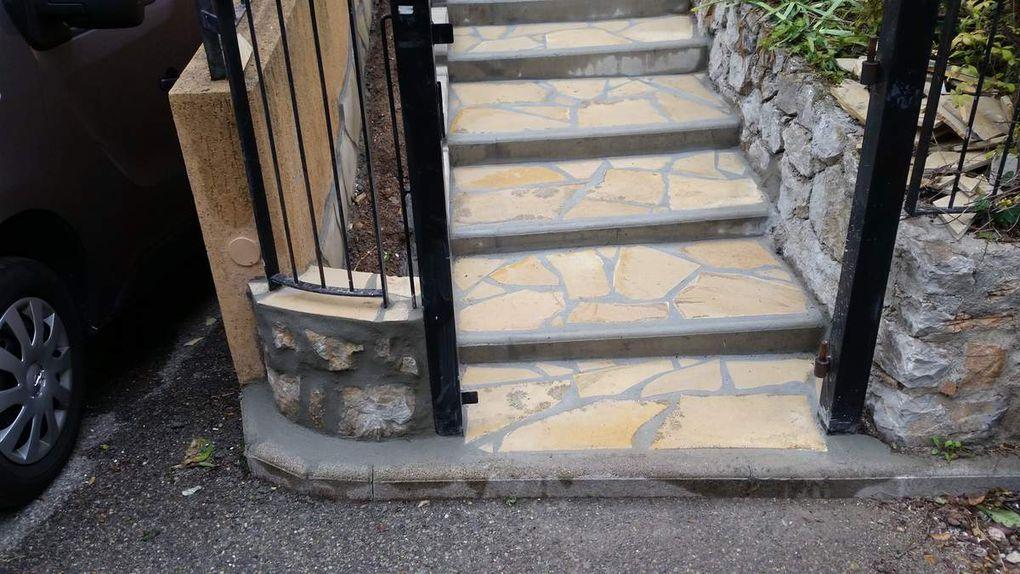 Réfection Marches d escalier de pierres de Bavière   , peinture porte entrée & portillon