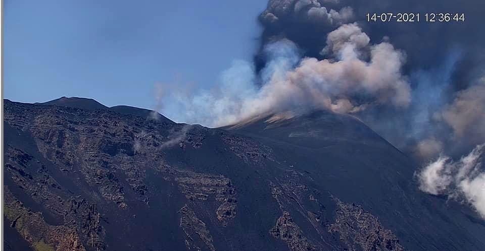 Etna SEC - 07.14.2021 / 12:36 - LAVE webcam - one click to enlarge
