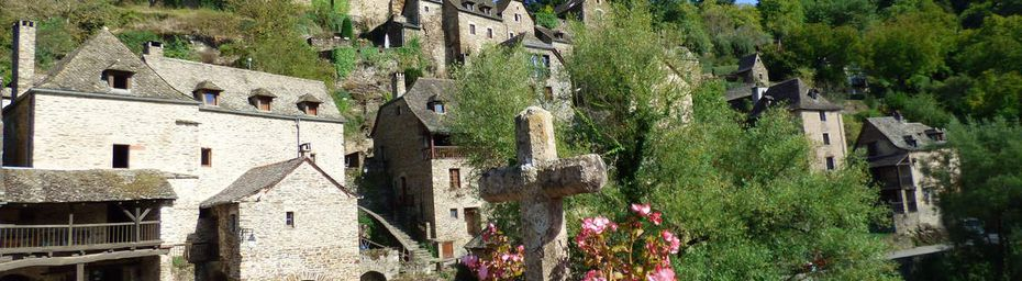 Le château de Belcastel dans l'Aveyron.