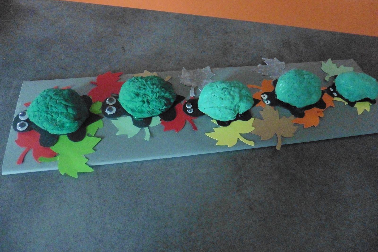 La famille tortue (peinture et collage)