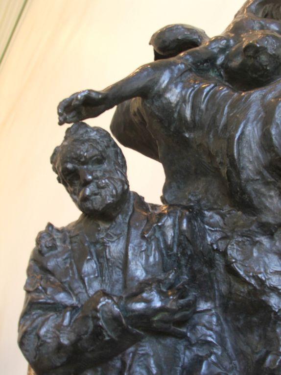 """""""Le moulage ne reproduit que l'extérieur; moi je reproduis en outre l'esprit, qui certes fait bien aussi partie de la Nature. Je vois toute la vérité et non pas seulement celle de la surface. J'accentue les lignes qui expriment le mieux l'état spirituel que j'interprète."""" Auguste Rodin"""