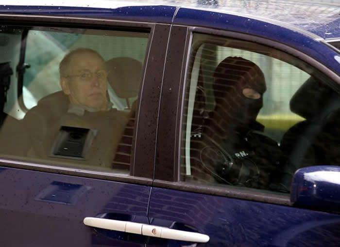 Michel Fourniret lors de son arrivée au tribunal de Charleville-Mézières, le 29 mai 2008. ALAIN JULIEN / AFP