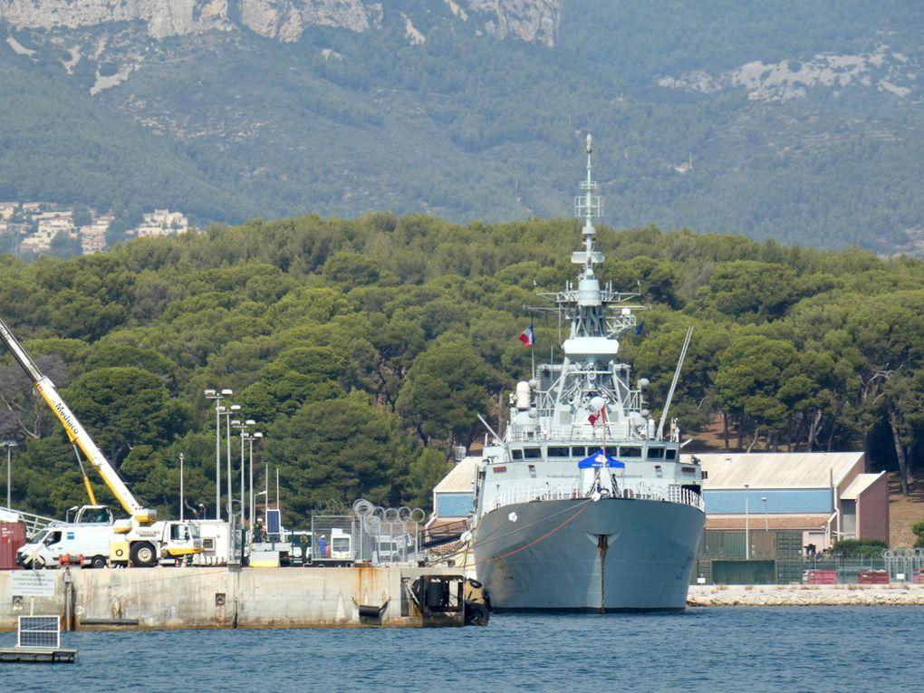 HALIFAX , 330 , frégate de la marine canadienne a quai dans le port de Toulon le 18 septembre 2019
