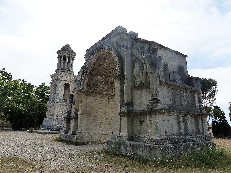 Arc de Triomphe d'Auguste et Mausolée des Jules ses petits-fils