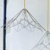 Des suspensions en fil de fer cintré
