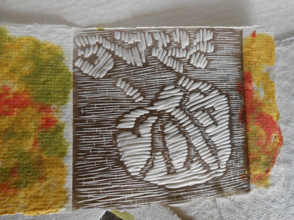 Linogravures sur papiers colorés