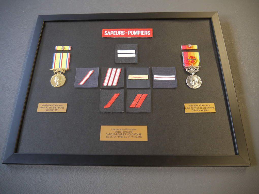 Cadre pour médailles, insignes, pièces, billets et diplômes
