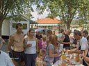 Accueil personnalisé le dimanche matin au camping de Neuvic avec dégustation de produits gourmands en présence des producteurs locaux et des prestataires de sites et activités. Ouvert à tous les vacanciers séjournant dans le pays de Neuvic.