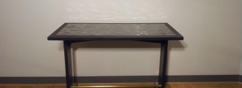 Table de bar en bois avec laiton et faïence métal  400 euros