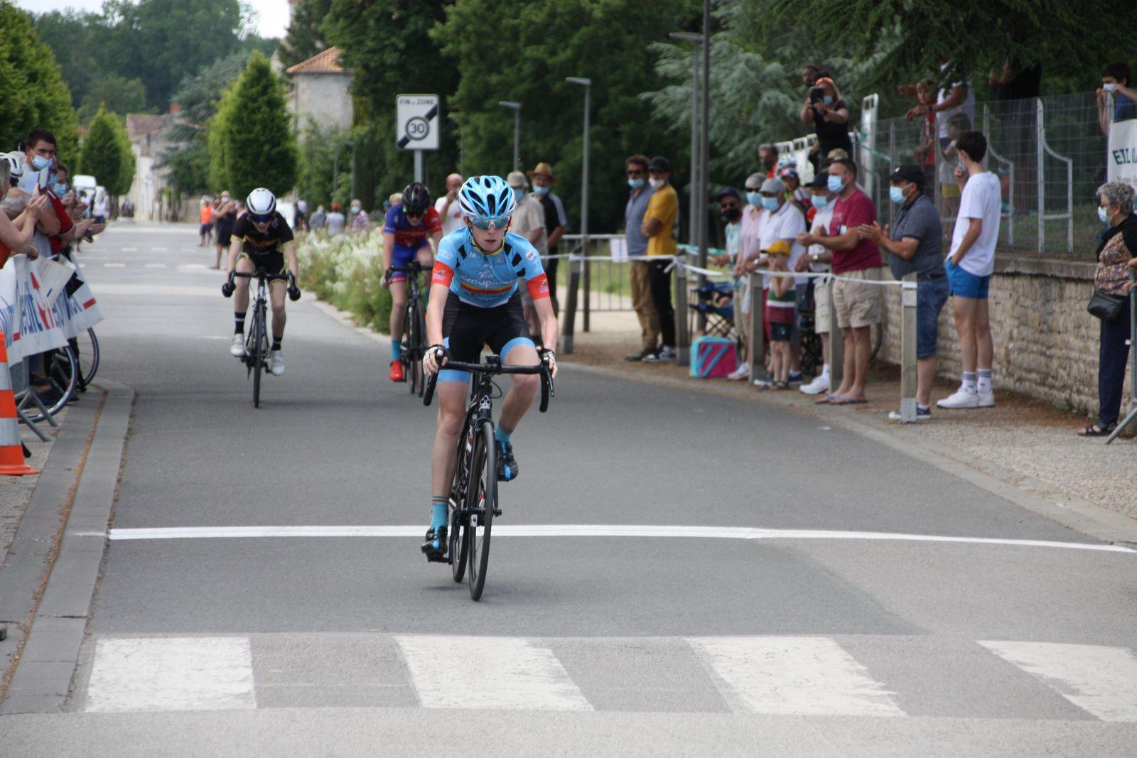 L'arrivée  et  la  victoire  pour  Louis  CONOR