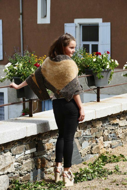 Chloé châle tricoté laine de chien léonberg filée par Marie-Claire photos R.Levaché