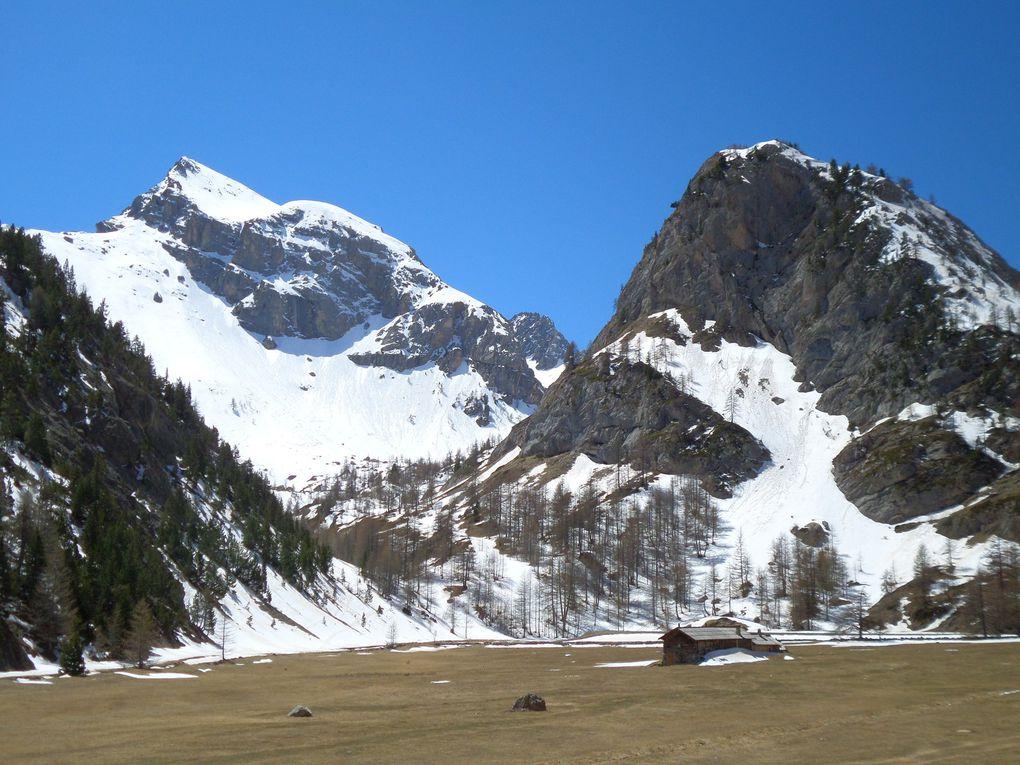 départ du parking (1966m) au dessus de Brunissard , montée à pied jusqu'au Pré Premier , puis montée à ski de fond (avec 1/2 peaux) jusqu'au Collet Haut (2207m) , puis jusqu'aux Chalets de Clapeyto (2250m) !