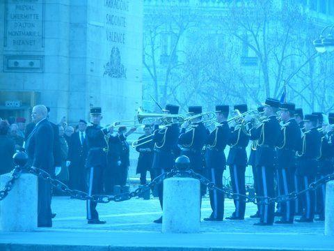 Cérémonie du ravivage da Flamme sous l'Arc de Triomphe par l'UGF.