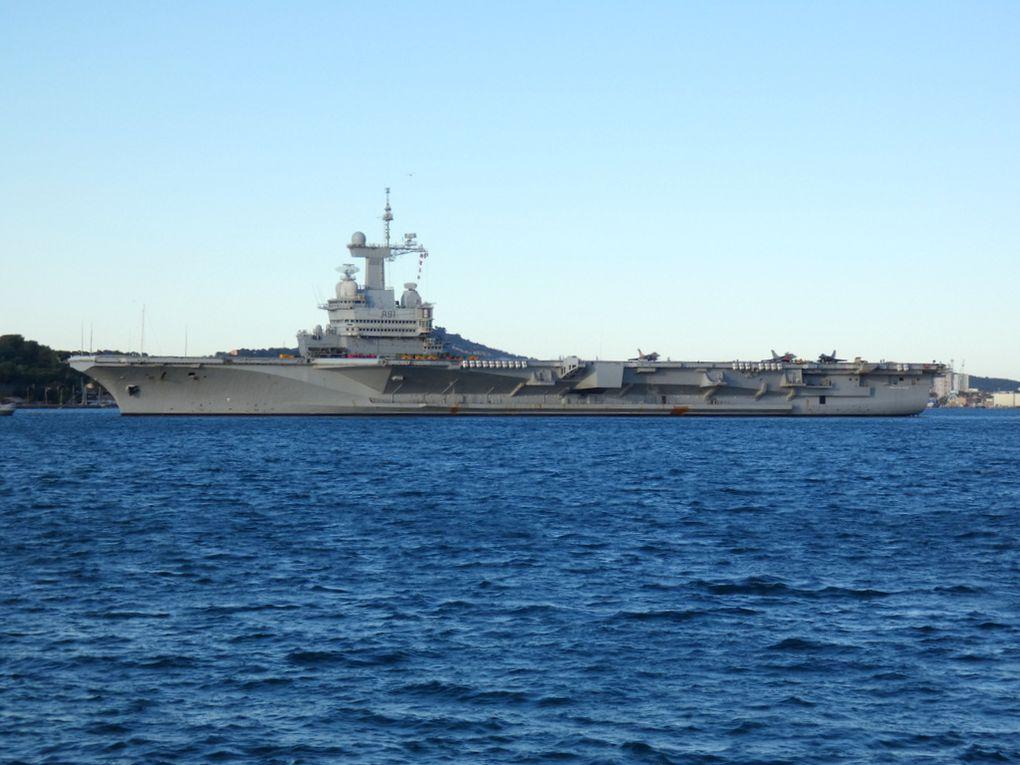 CHARLES DE GAULLE , R91 , porte avions nucléaire appareillant de Toulon pour essais et entrainement le 12 novenvembre 2019