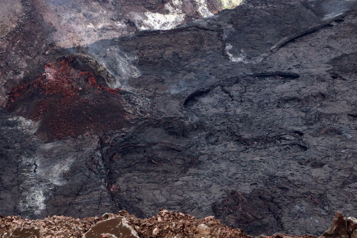 Kilauea - Halema'uma'u Crater - HVO field crews observed no active surface lava or glowing areas - USGS image by K. Mulliken.