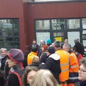 Entre 200 et 250 manifestants devant la mairie de Vierzon contre la fermeture des serres et du refuge - Vierzonitude