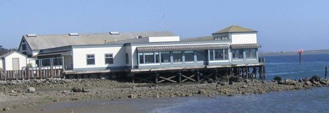 Le Tides Wharf and Restaurant